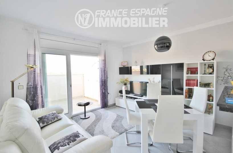 agence immo empuriabrava: appartement ref.3321, salon / salle à manger accès terrasse