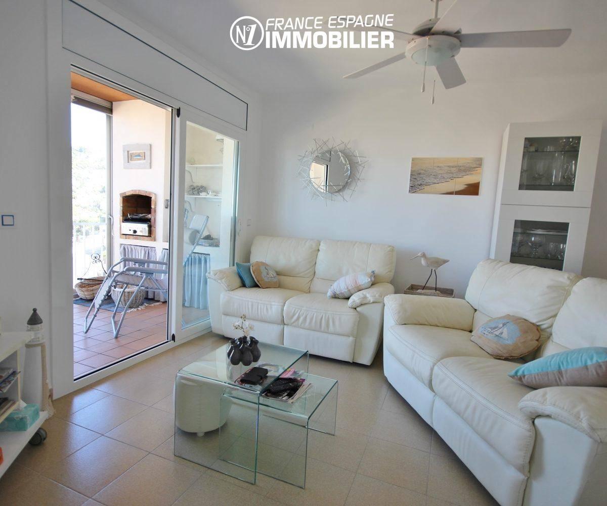 agence immobiliere costa brava: appartement ref.3335, vue séjour et accès terrasse