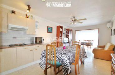 agence immo empuriabrava: appartement 53 m², salon / séjour avec cuisine ouverte