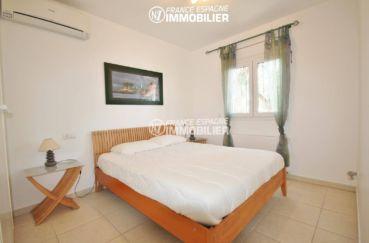 maison a vendre espagne catalogne, amarre, chambre 5 lumineuse avec lit double et placards
