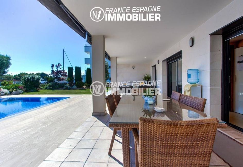 immobilier rosas: villa ref.3220, vue sur la terrasse avec piscine