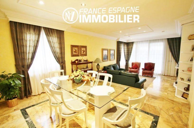 agence rosas: villa ref.1636, spacieux espace séjour / salon
