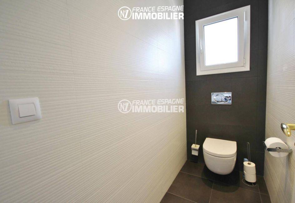 vente immobilier costa brava: villa 179 m², aperçu des toilettes indépendantes