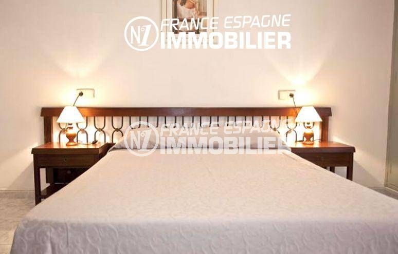 agence immobilière llanca: commerce proche plage, hôtel avec 42 chambres et piscine