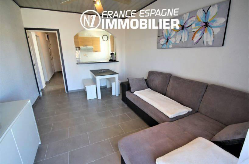 appartement rosas vente, proche plage, séjour avec terrasse, 2 chambres, parking