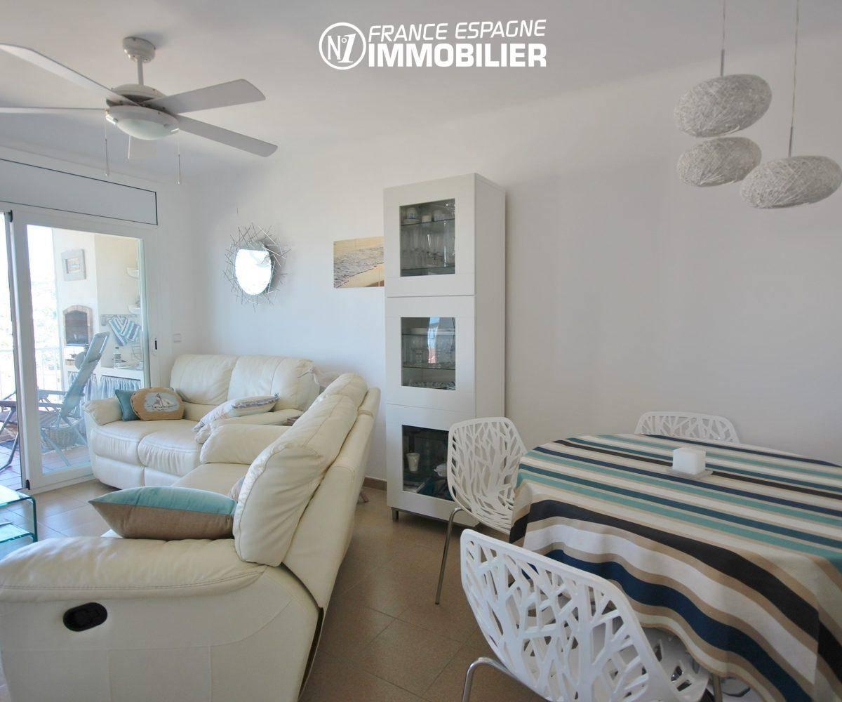 agence immobilière roses: appartement ref.3335, vue générale séjour + salle à manger