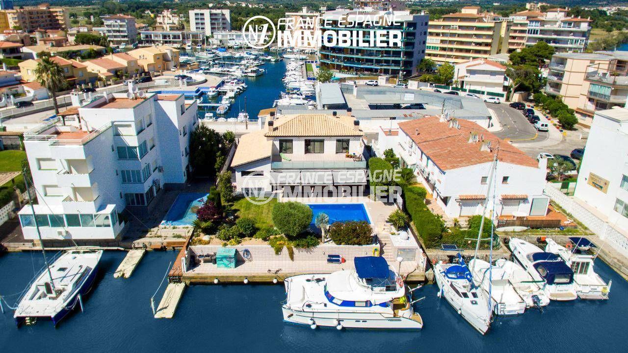 agence immobiliere rosas: villa ref.3220, aperçu de la villa et ses extérieurs + amarre