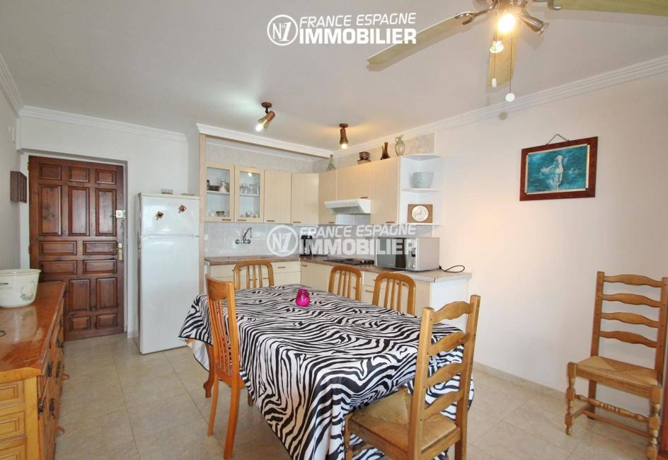 agence immobilière empuriabrava: appartement 53 m², aperçu porte d'entrée près de la cuisine et coin repas