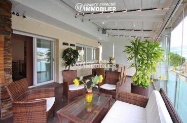 immo roses: villa ref.1031, vue sur la véranda terrasse accès séjour / salon