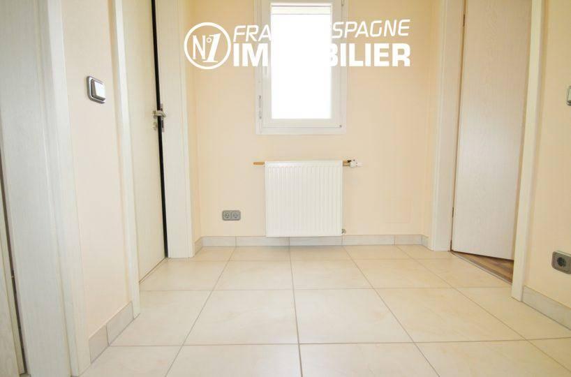 agence immo empuriabrava: villa ref.911, palier vers les chambres (2° villa)