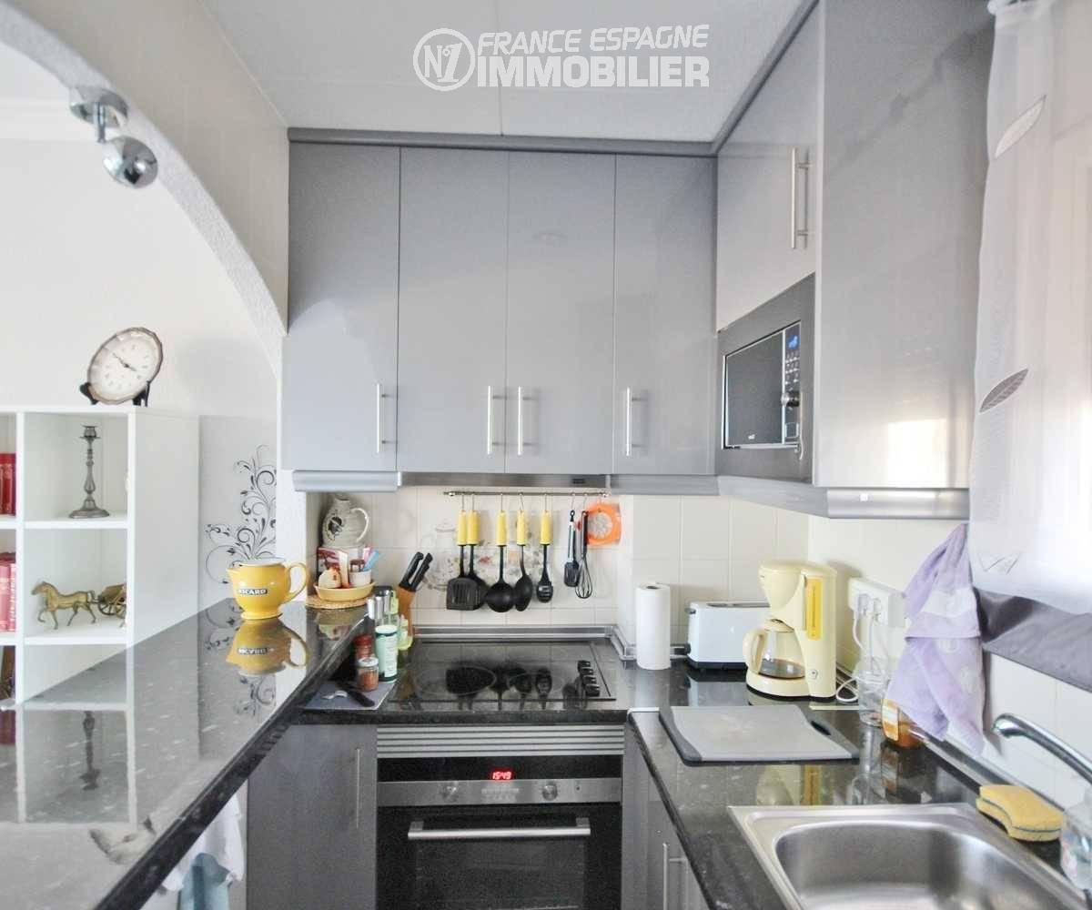 acheter appartement empuriabrava, ref.3321, cuisine américaine semi ouverte et rangements
