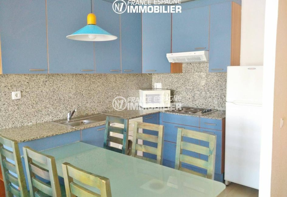 appartement a vendre costa brava, ref.3301, vue rapprochée sur la cuisine aménagée
