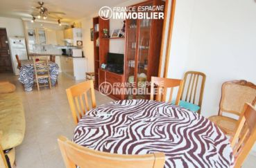 immobilier ampuriabrava: appartement 53 m², salon / séjour aménagé avec des rangements