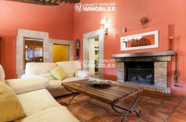 agence immobiliere costa brava espagne: villa ref.3306, le salon avec belle cheminée
