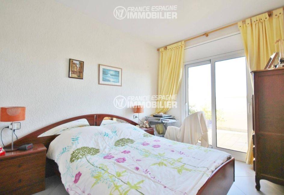 empuriabrava immobilier: appartement ref.3321, chambre avec lit double accès terrasse