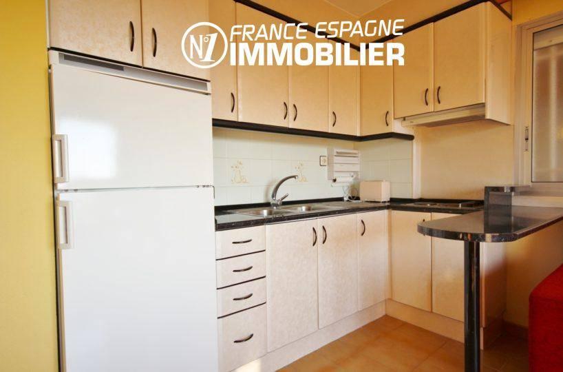 immo roses espagne: appartement ref.3308, cuisine équipée avec des rangements