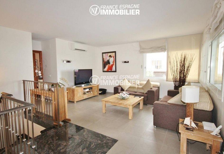 agence immobiliere roses: villa ref.1031, salon / séjour avec rangements