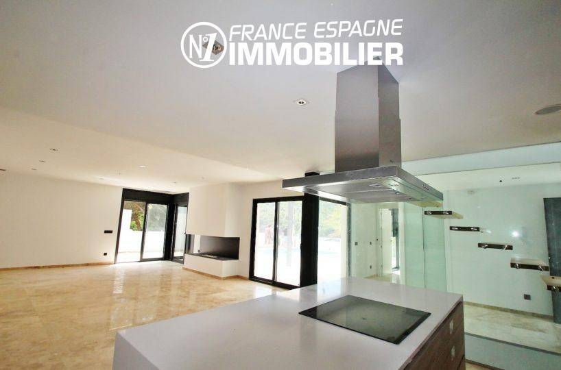 costa brava immobilier: villa ref.3268, salon / salle à manger avec cuisine ouverte