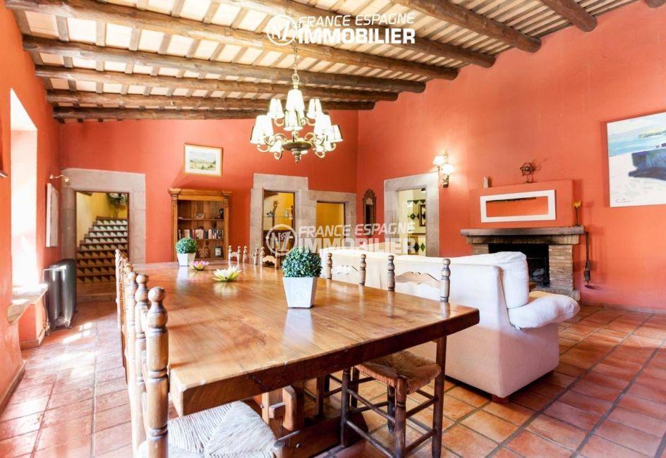 achat maison espagne costa brava, ref.3306, vue sur le coin repas et les escaliers