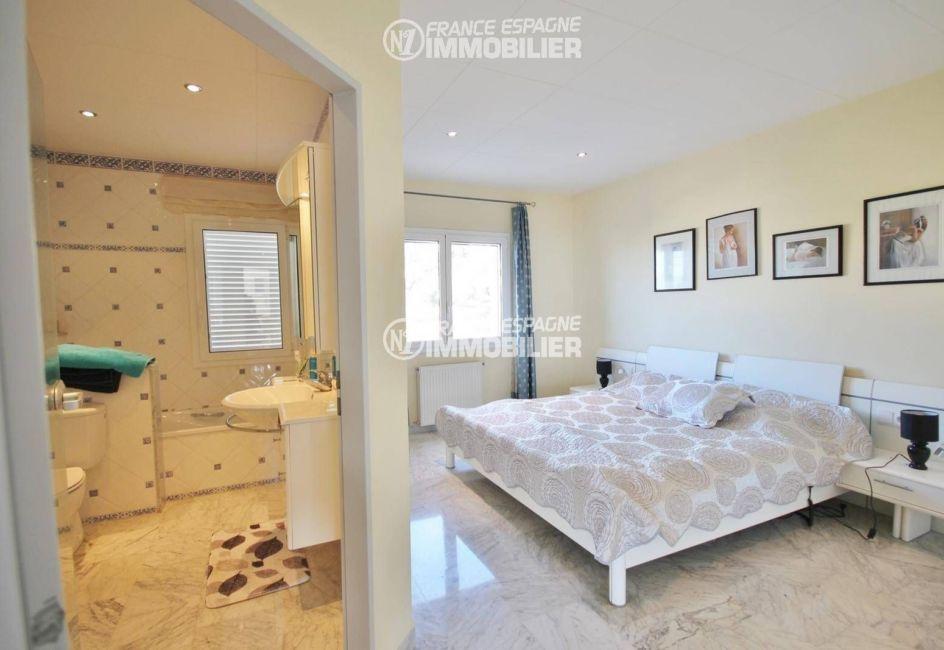 agence immobilière costa brava: villa ref.3326, première suite parentale