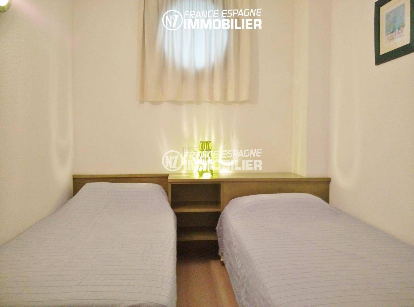 immo roses: appartement ref.3301, aperçu de la seconde chambre (deux lits)