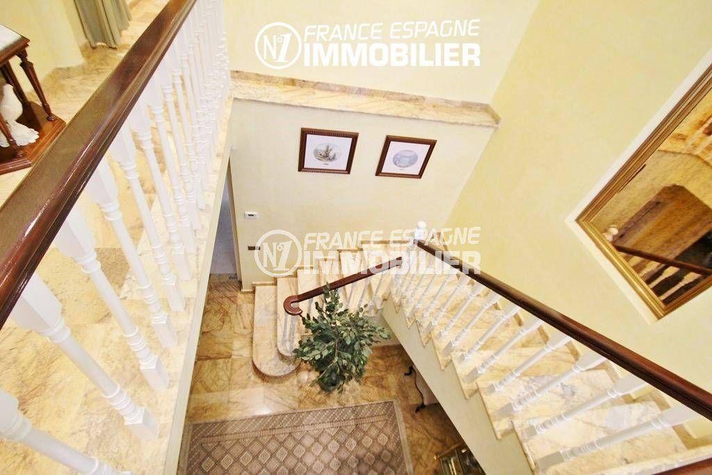 maison a vendre espagne costa brava, ref.1636, vue plongeante à l'étage sur l'escalier