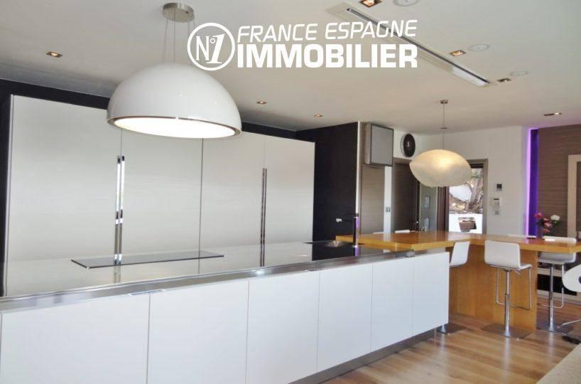 achat immobilier costa brava: villa ref.312, cuisine américaine aménagée + rangements