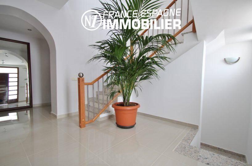 aperçu du hall d'entrée avec escalier | ref.3203, n1 france espagne