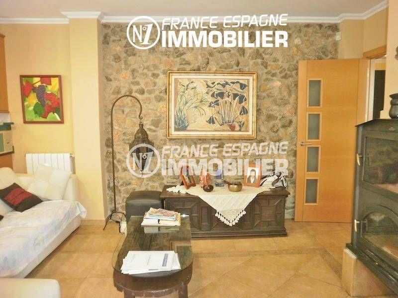 maison costa brava, ref.1042, salon / séjour avec belle cheminée accès terrasse jardin