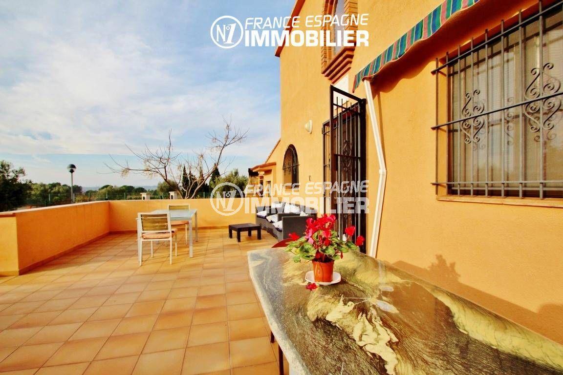 rosas immo: villa ref.2772, vue sur la terrasse avec accès à la maison