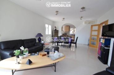 maison a vendre espagne catalogne ref.3203: salon / salle à manger avec des rangements