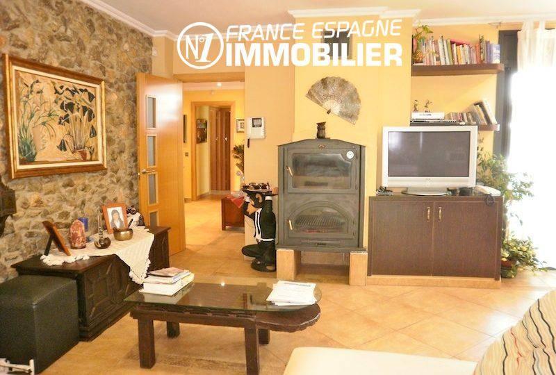 costa brava house: villa ref.1042, aperçu du salon / séjour avec cheminée