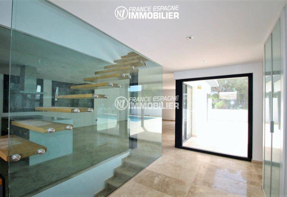 costabrava immo: villa ref.3268, hall d'entrée lumineux avec des placards