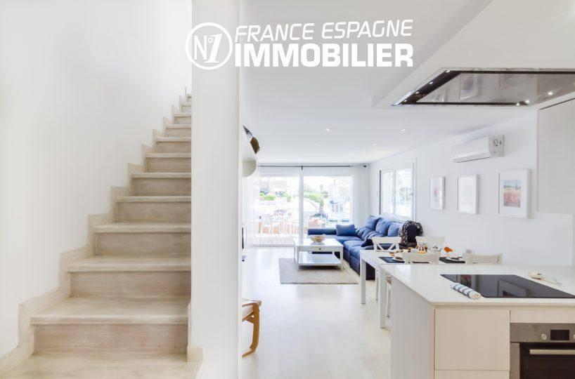 immo espagne costa brava: villa ref.3305, escalier vers les chambres à l'étage