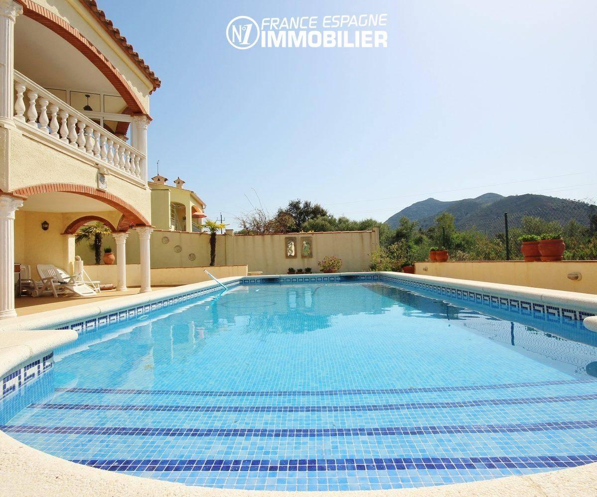 vente maison rosas: ref.730, vue piscine et terrasse au rez de chaussée