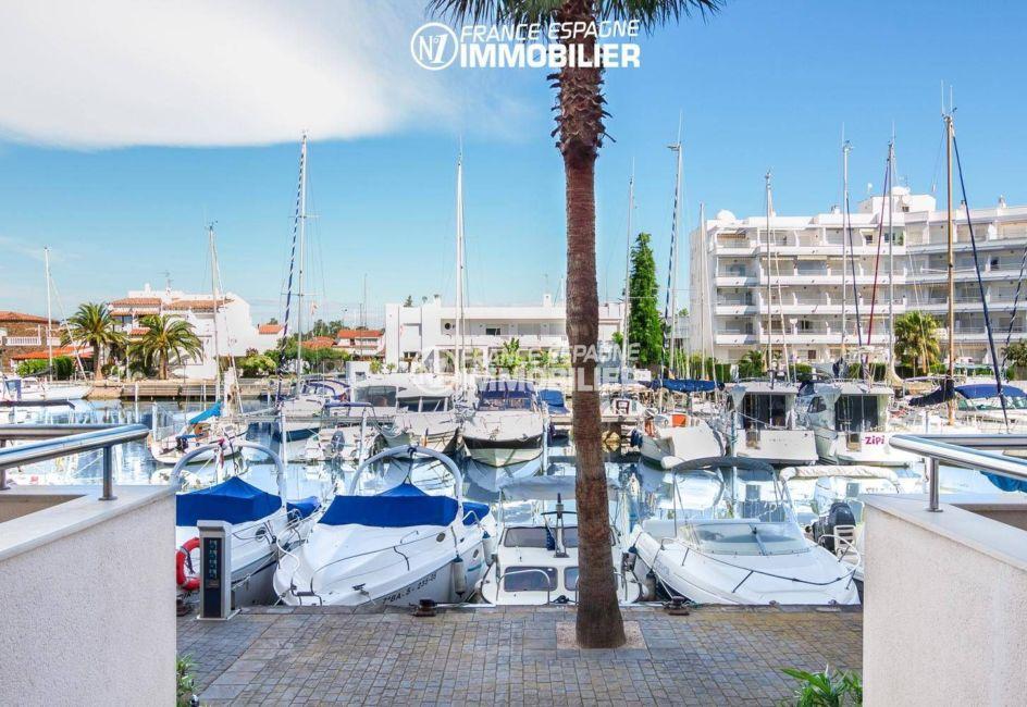 immo center rosas: appartement ref.3301, aperçu marina sur le canal aux alentours