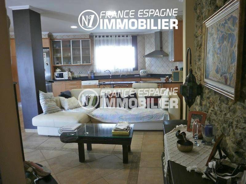 n1immobilier: villa ref.1042, salon / séjour avec cuisine américaine ouverte