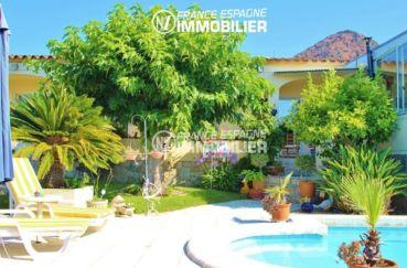 roses immobilier: villa ref.2606, accès par le salon sur le jardin