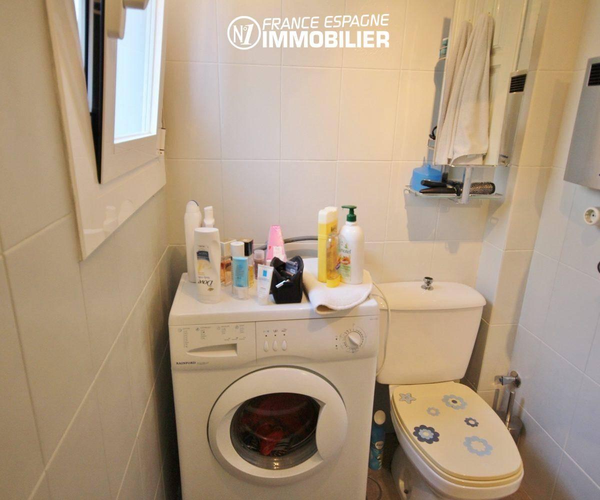 immobilier espagne bord de mer: appartement ref.3335, coin lave linge et toilettes dans la salle d'eau