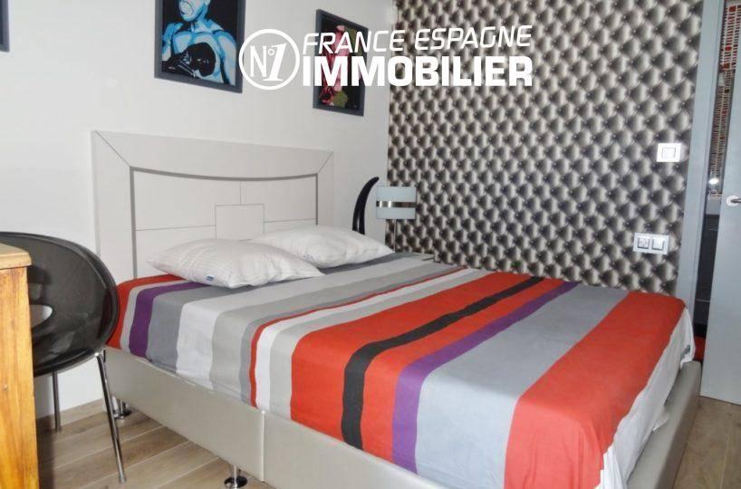 immocenter roses: villa ref.312, chambre 3: lit double et salle d'eau attenante