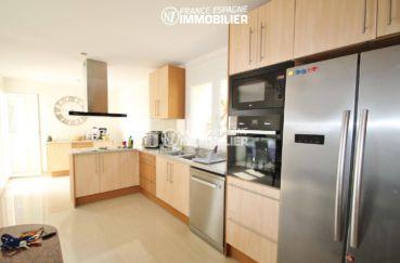n1immobilier: cuisine américaine avec des rangements   villa ref.3203