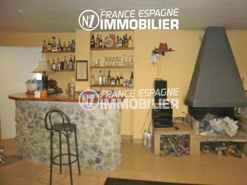 acheter maison espagne costa brava, ref.1042, espace bar aménagé avec une cheminée