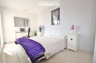 première chambre lumineuse avec lit double   ref.3203