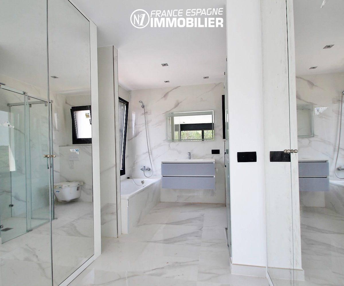 acheter maison espagne costa brava, ref.3268, salle de bains de la suite parentale