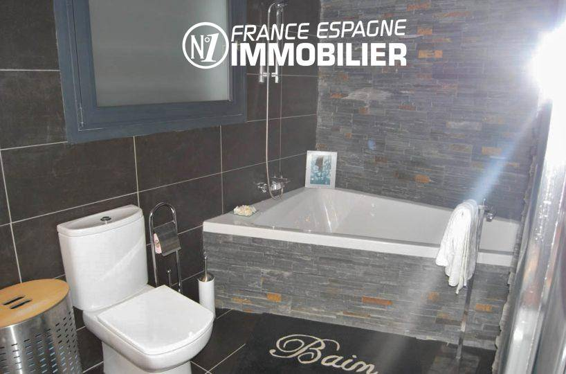 la costa brava: villa ref.312, salle de bains moderne avec baignoire et toilettes