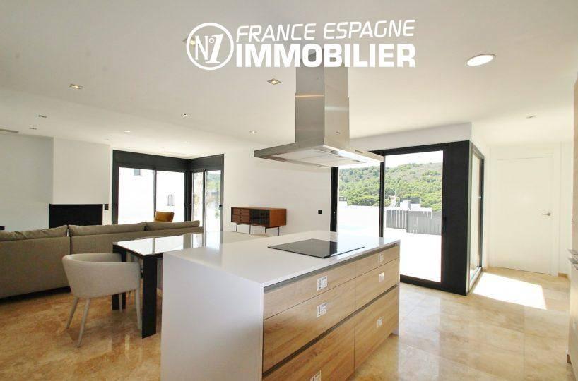 n1immobilier: villa ref.3269, vue sur le salon / salle à manger depuis la cuisine