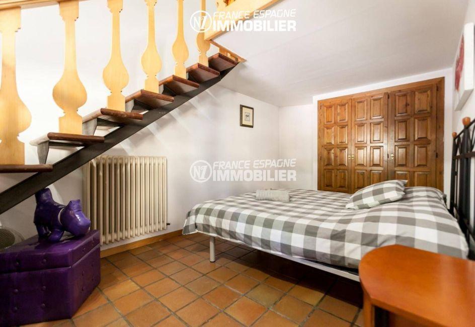 n1immobilier: villa ref.3306, la première chambre avec des placards
