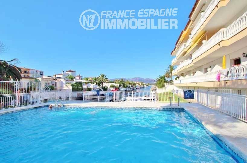 immobilier Empuriabrava: appartement à vendre avec terrasse 22 m², piscine & amarre