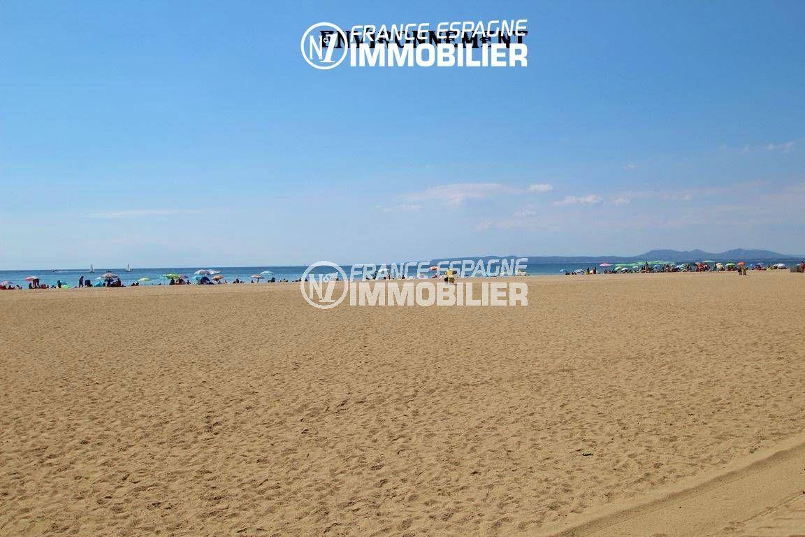 aperçu de la plage environnante, front de mer à proximité