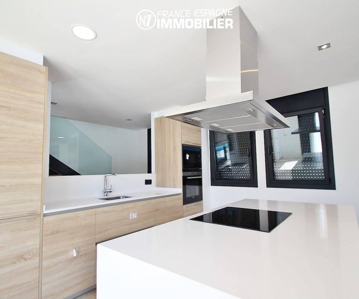 vente maison costa brava, ref.3269, cuisine américaine avec des rangements